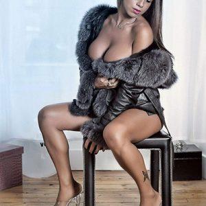 Stripteaseuse à Domicile à Paris (Maeva)