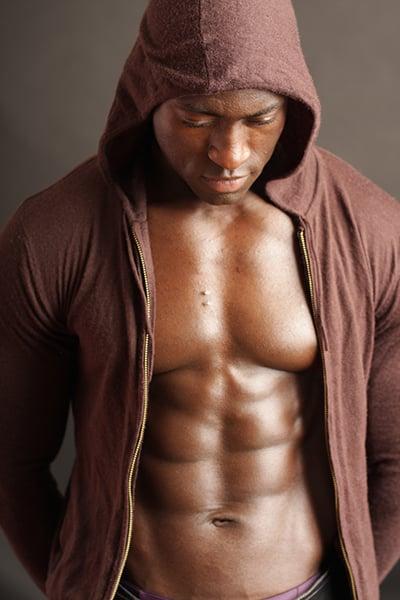 Stripteaseur à domicile à Paris black la peau ébène pompier (Menphis) pas cher.