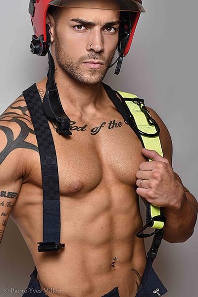 Stripteaseur à domicile à Paris pompier (Max) pas cher.