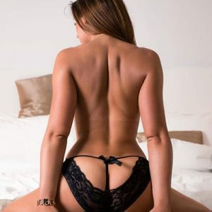 Stripteaseuse à Domicile à Idf (Tania)