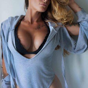 Stripteaseuse à Domicile à Idf (Zara)
