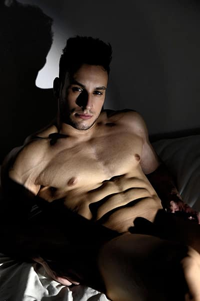 Stripteaseur brun latin à Rennes (Tony) pas cher.