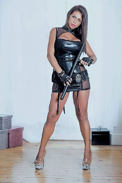 Stripteaseuse à Tours à domicile Métisse orientale (Maeva) pas cher.