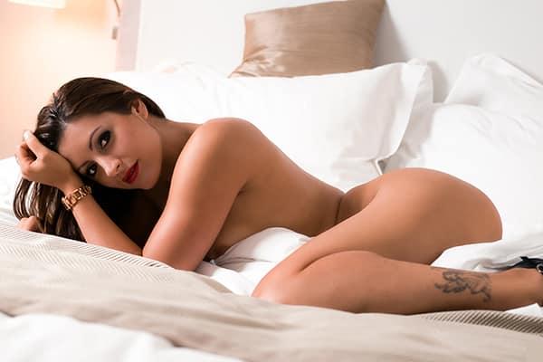 Tania, Stripteaseuse à Paris policière US pas cher.