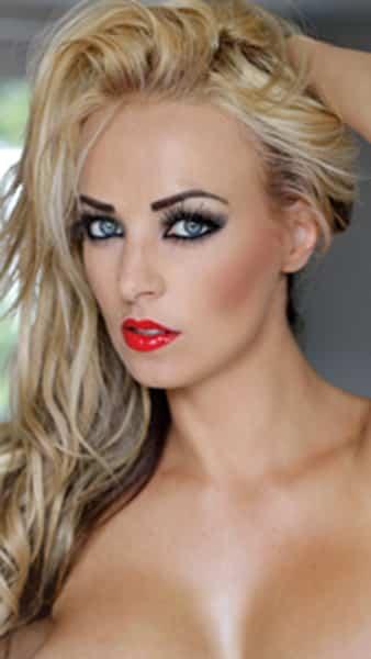3 - Kindy, notre sublime Stripteaseuse Blonde à Domicile thème dominatrice.