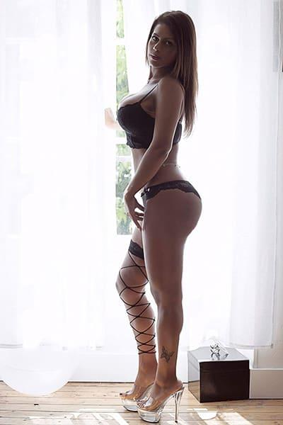Maeva, Stripteaseuse à 75 thème secrétaire coquine pas cher.