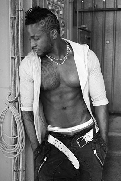 Stripteaseur black domicile Paris marins (Ashyl) pas cher.