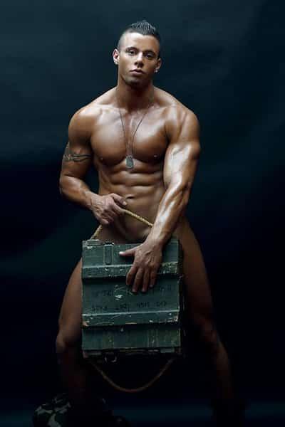 Stripteaseur brun à domicile marins (Mike) pas cher.