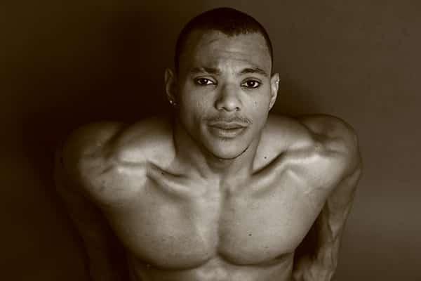 Stripteaseur à domicile dans Paris 75 brun type Latino Infirmier (Angelo) pas cher.