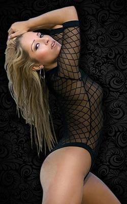 Lil-Loo, notre adorable Stripteaseuse Blonde à Domicile à Paris (75) topless ou intégral pas cher.