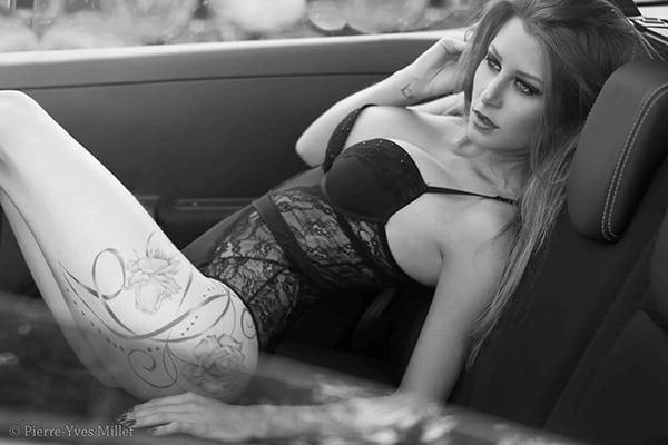 Stripteaseuse en limousine à Paris thème secrétaire coquine (Lexxana) pas cher.