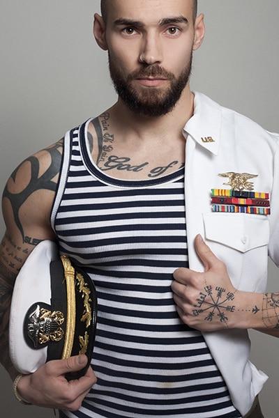 Stripteaseur en limousine châtain marins (Max) pas cher.