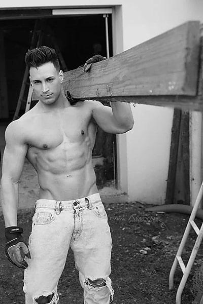 Stripteaseur et limousine sur Paris latin ouvrier de chantier (Tony) pas cher.