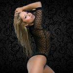 Kindy, notre sublime Stripteaseuse Blonde en limousine à Paris (75) topless et intégral pas cher.