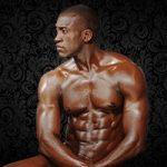 Menphis, notre charmant Stripteaseur à la peau ébène type africain à Domicile à Paris (75) pas cher.